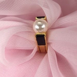 PEARL WITH GOLD TONE RING